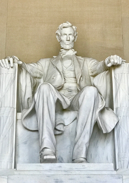 Front snapshot of the Lincoln Memorial in Washington D.C.